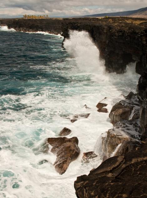 Ferocious waves pound newly formed coastline in Hawai'i
