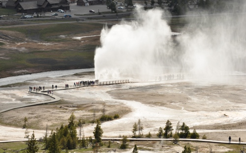 beehive geyser observation point