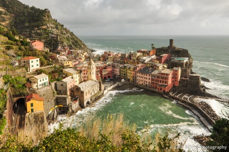 Coloful buildings line the harbor in the village of Vernazza
